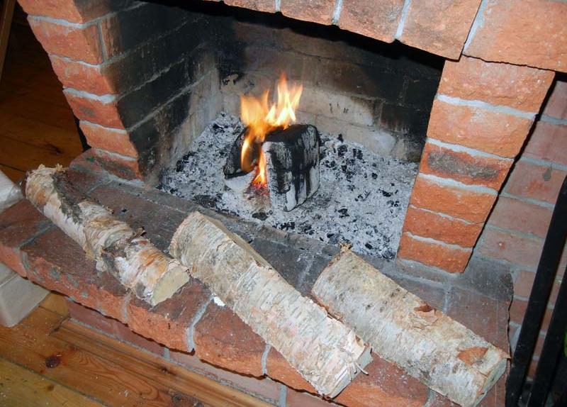 В Запорожье горел жилой дом: пострадавший умер в больнице