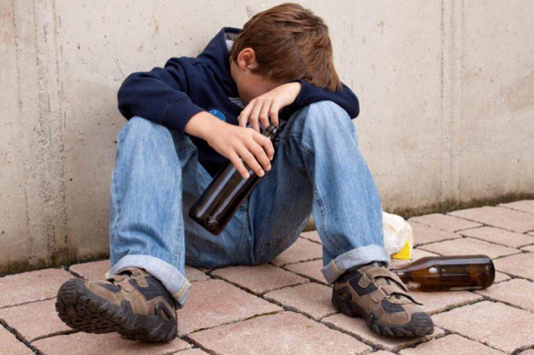В Запорожской области школьник попал в реанимацию с алкоотравлением