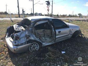 В Запорожской области поезд протаранил легковое авто: есть пострадавший - ФОТО