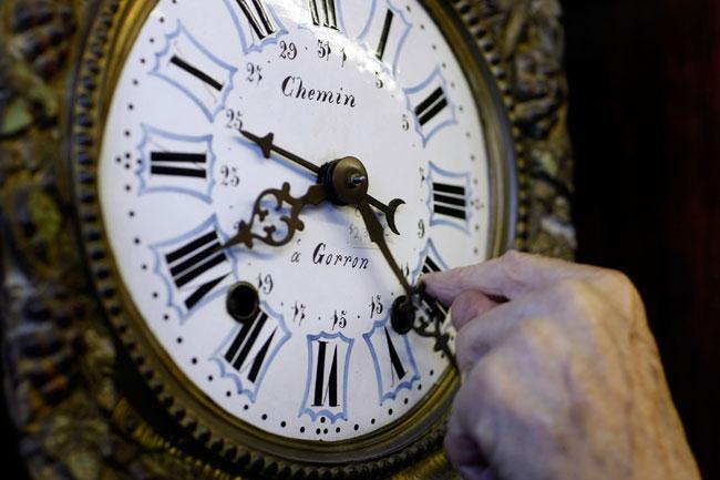 Запорожцам на заметку: когда переводить часы на зимнее время