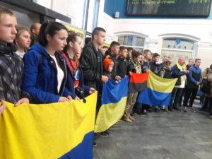 Запорожцы встретили патриотический поезд «Трухановская сечь» - ФОТО