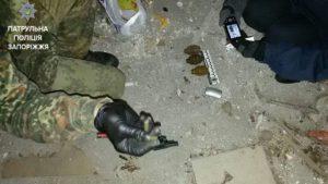 Опасная находка: в заброшенном здании нашли оружие и гранаты - ФОТО