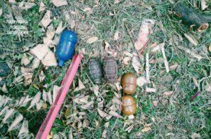 Опасная находка: в Запорожье возле школы нашли пять гранат - ФОТО