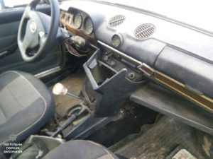 В Запорожье на стоянке около торгового центра мужчина пытался обокрасть автомобиль - ФОТО