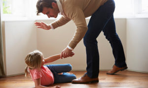 Дети сбежали из дома из-за побоев родителей