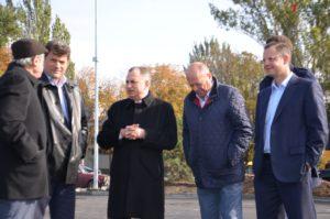 Мэр города получил в подарок клюшку от президента хоккейного клуба - ФОТО