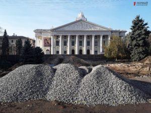 Как в Запорожье проходит реконструкция нового сквера у театра Магара - ФОТО, ВИДЕО
