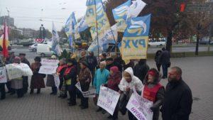 Под стенами мэрии проходит митинг соратников Саакашвили и партии пенсионеров Украины  - ФОТО