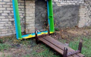 В Запорожской области вандалы разгромили детскую площадку - ФОТО