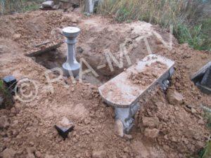 В Запорожской области на кладбище раскопали могилу - ФОТО