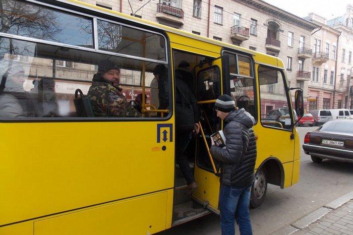 В Запорожье произошла драка в маршрутке: есть пострадавшие