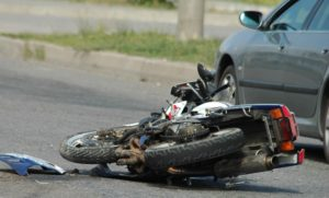 В Запорожье на Набережной легковушка сбила мотоциклиста - ФОТО, ВИДЕО