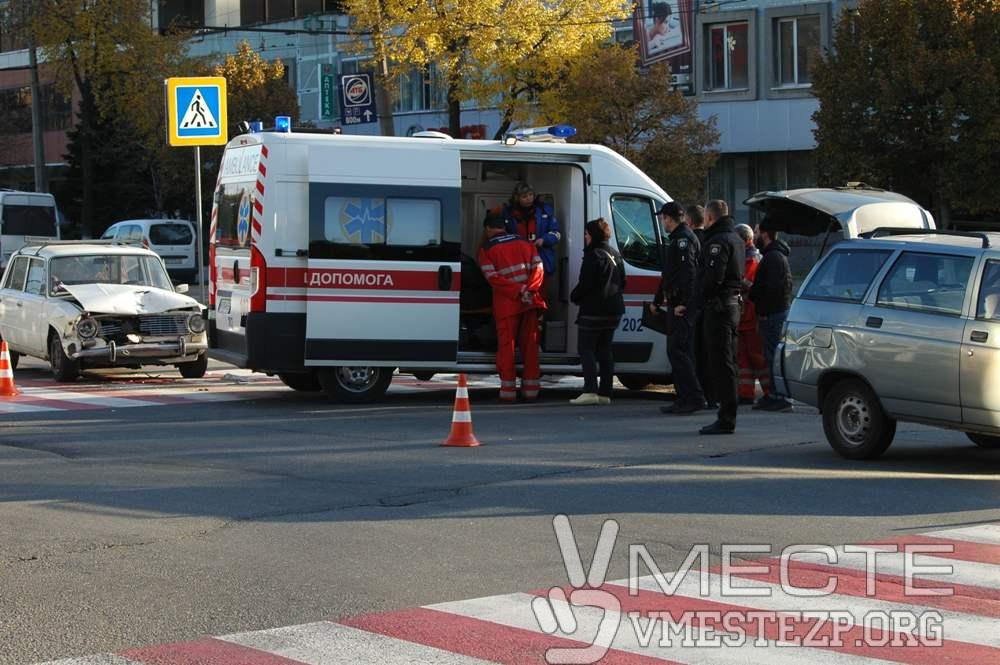 В Запорожье на центральном проспекте произошло ДТП: есть пострадавшие - ФОТО