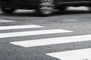 В Запорожье водитель маршрутки наехал на пешеходов прямо на зебре