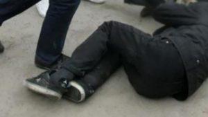 В Запорожье ночью возле кафе избили мужчину