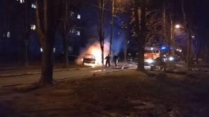 В Шевченковском районе Запорожья сгорело такси - ВИДЕО