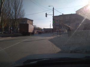Я паркуюсь, как хочу: водитель оставил фуру прямо на пешеходном переходе - ФОТО