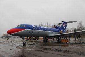 В аэропорту Запорожья летной академии передали конфискованный самолет - ФОТО