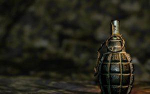 В Запорожье мужчина разгуливал по городу с тремя гранатами - ФОТО