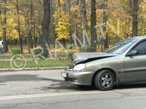 В Запорожской области на центральном проспекте разбилась легковушка - ФОТО