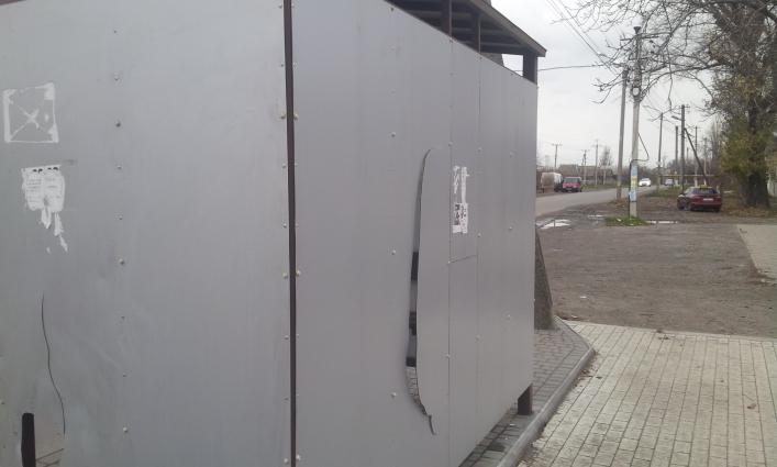 В Запорожской области вандалы массово уничтожают новые остановки - ФОТО