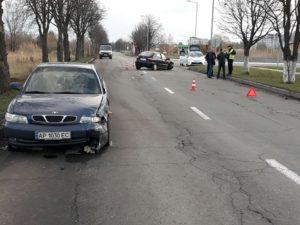 В Шевченковском районе Запорожья столкнулись два автомобиля - ФОТО