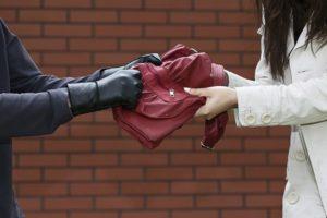 В спальном районе Запорожья напали на женщину - ФОТО