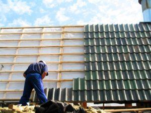 В запорожском доме после проведения капремонта стала течь крыша и обвалилась штукатурка