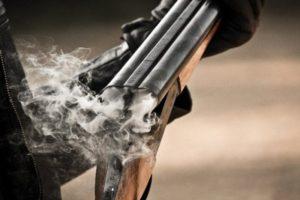 В Запорожской области мужчина открыл стрельбу по людям из дробовика
