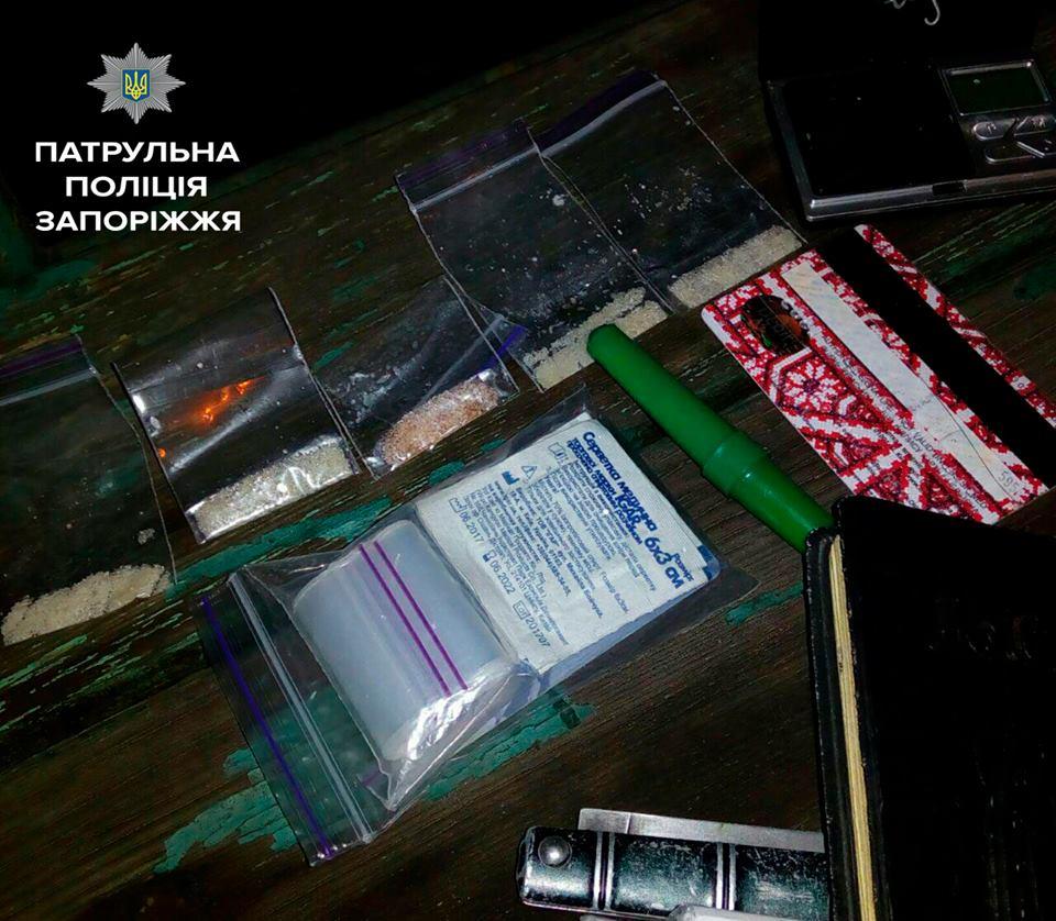 В Запорожье ночью задержали наркодилера - ФОТО
