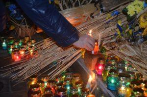 Сотни лампадок и букеты цветов: в Запорожье почтили память жертв Голодомора - ФОТО, ВИДЕО