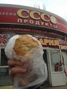 В Запорожском магазине продают сладости с плесенью – ФОТО