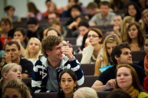 Запорожские студенты требуют льготного проезда в общественном транспорте: петиция почти набрала необходимое количество подписей