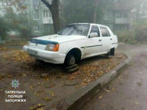 В спальном районе Запорожья задержали автоворов, снимавших с легковушек колеса - ФОТО
