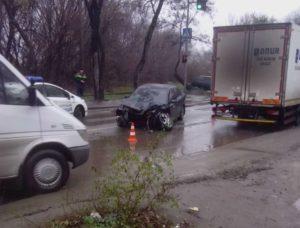 ДТП в Запорожье: водитель не справился с управлением и влетел в электроопору - ФОТО