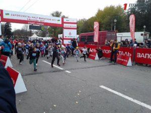 Маленькие запорожцы впервые в жизни участвуют в крупных беговых стартах - ФОТО