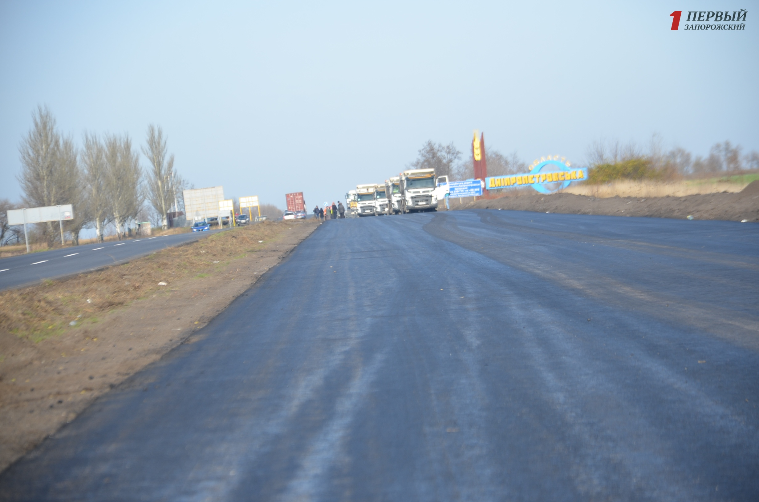 И днем и ночью: как дорожники из Турции в Запорожском регионе новые дороги делают – ФОТО, ВИДЕО