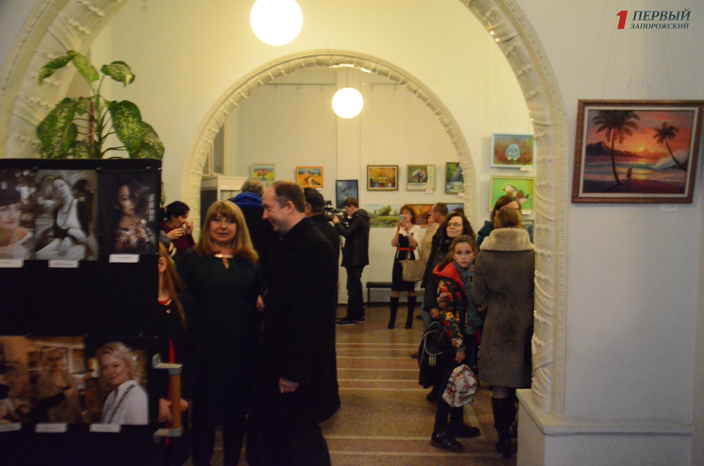 В Запорожье открылась выставка в поддержку малоимущим незрячим людям- ФОТО