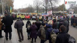 В Запорожье под стенами мэрии проходят сразу два митинга – ФОТО