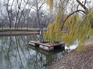 Очистку озера в