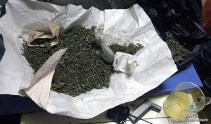 У жителя Запорожья нашли наркотики и оружие - ФОТО