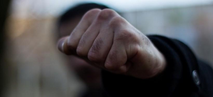 В спальном районе Запорожья около рынка ограбили мужчину