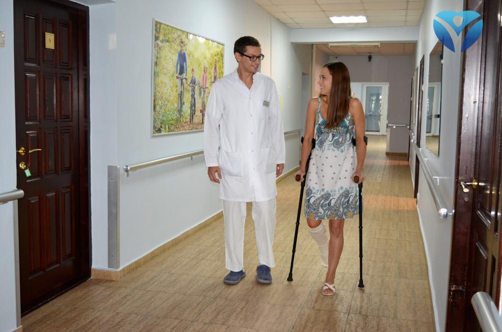 foto-3_vrachi-kliniki-ortopedii-i-sportivnoy-travmyi-vernuli-radost-dvizheniya-molodoy-mame-iz-melitopolya