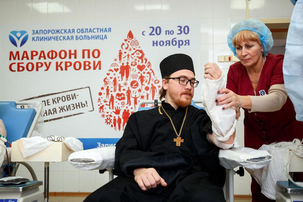 foto-9_donorskiy-marafon-zaporozhskoy-oblastnoy-bolnitsyi-tolko-startoval-a-uzhe-bet-rekordyi-po-sboru-krovi