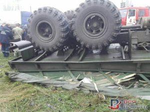 В Запорожье перевернулся автомобиль военнослужащих: водитель погиб – ФОТО