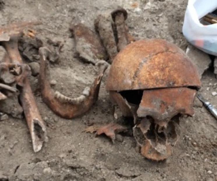 Возле запорожского собора обнаружили скелет человека - ФОТО