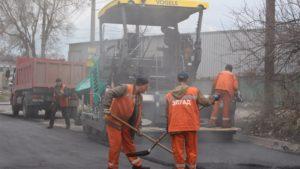 В Запорожье продолжают ремонтировать дороги и тротуары