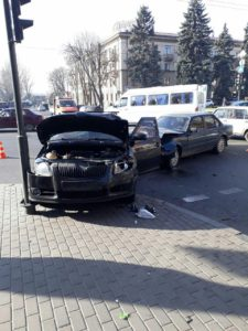 В Запорожье произошло ДТП с двумя легковушками на центральном проспекте города - ФОТО