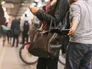В Запорожье девушка остановила преступника с помощью пакета с продуктами