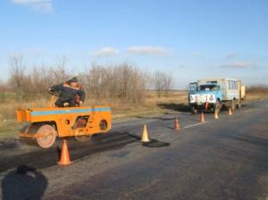 В Запорожской области дорожники сосредоточились на аварийном ямочном ремонте